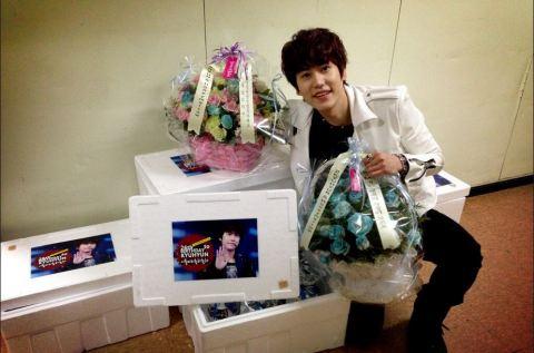130201 Kyu Tweeted with Birthday Present